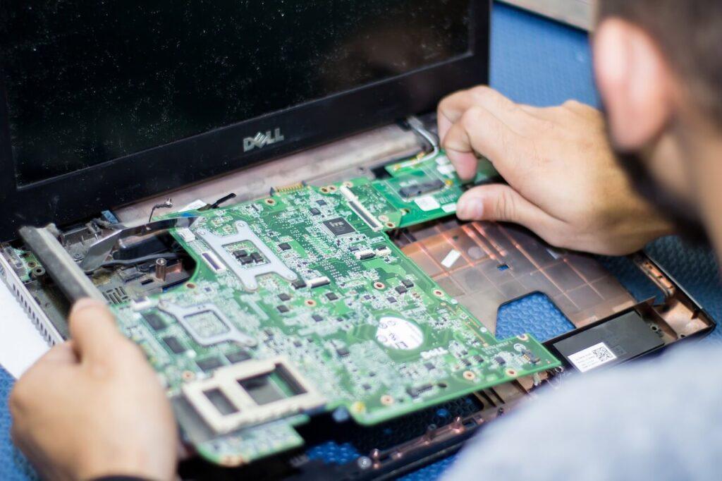 bilgisayar teknik servisçiliği ve bilgisayar teknisyeni