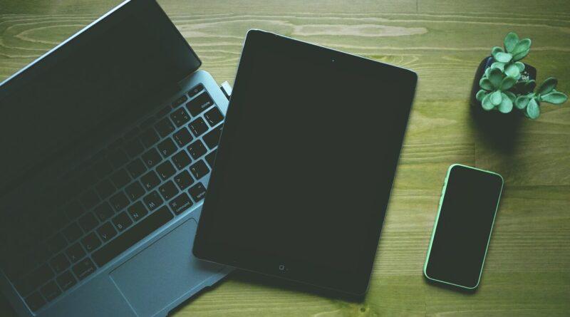 Taşınabilir cihazlar nelerdir. dizüstü bilgisayar tablet telefon resmi